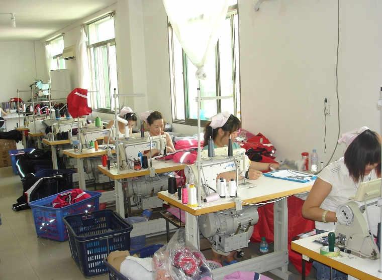 工場、衣服、服、洋服、帽子、シーツ、ジャンバー、ブルソン、ワンピース、Tシャツ、シャツ、ズボン